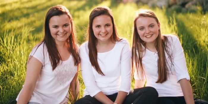 Aumais Sisters